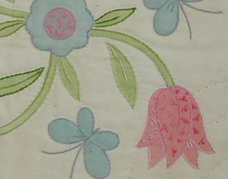 チューリップと蝶のタペストリー
